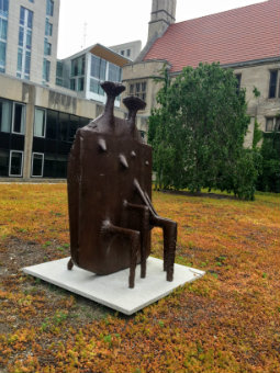 Image of Kenneth Armitage's Diarchy sculpture in the Law School Quadrangle