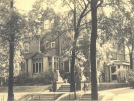 Photo of MacNair home on Woodlawn Avenue, 1937. Courtesy of Florence Ayscough / Harley MacNair Collection, Armacost Library Special Collections, University of Redlands.